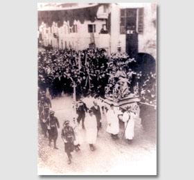Processione religiosa della Beata Vergine Maria di Sommariva del Bosco accompagnata dai soldati (primi anni del novecento)